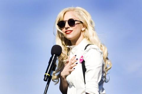 Lady Gaga s'offre des costumes de Michael !