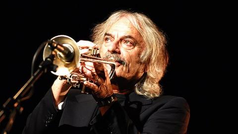 L'artiste de Jazz Enrico rava rend hommage à MJ