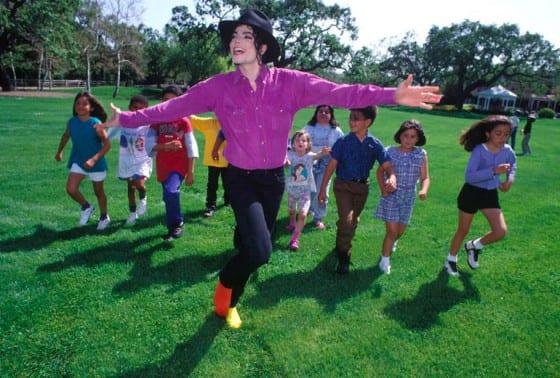 Michael-Jackson-Children-Harry-Benson-560x378