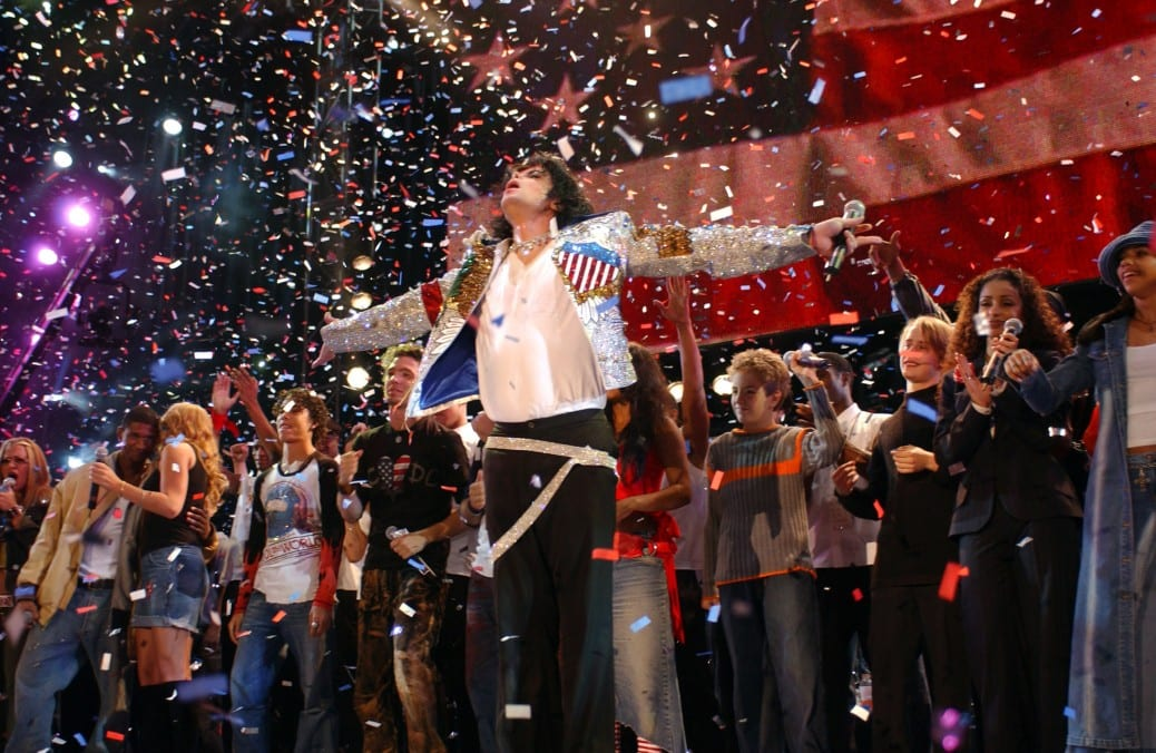 Michael Jackson performs with Usher, Mariah Carey, *NSYNC, Billy Gilman and others during finale (Photo by KMazur/WireImage)