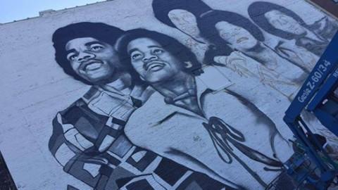 La peinture murale des Jackson 5 à Gary progresse